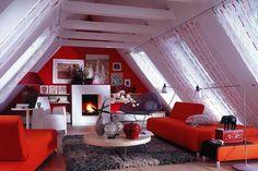 Dank der drei Meter hohen, bodentiefen Fenster dringt ausreichend Licht durchs Dach. Wer das Kaminfeuer lieber bei gedämpftem Licht genießt, kann den Raum...