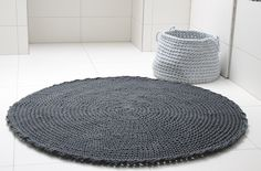 crocheted rug www.zurihouse.com