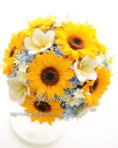 ひまわりのラウンドブーケ 「プルメリア&水色を添えて~」 | 素敵な花嫁に贈る〜賢いWeddingブーケの選び方★