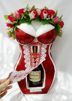 Liquor Bouquet, Candy Bouquet, Happy Birthday Video, Diy Birthday, Candy Arrangements, Wine Bottle Gift, Cupcakes For Boys, Wedding Bottles, Candy Crafts