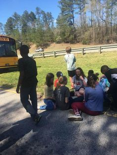 Man buys 40 Powerades for 5th-graders stranded on interstate from broken-down bus
