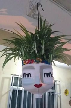 DIY Face Shaped Painted Plastic Bottle Planters - Balcony Decoration Ideas in Every Unique Detail Plastic Bottle Planter, Empty Plastic Bottles, Plastic Bottle Crafts, Diy Bottle, Milk Jug Crafts, Clay Pot Crafts, Diy Home Crafts, Recycled Garden, Recycled Crafts
