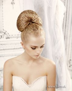 2014-bridal-textured-bun-blonde.jpg