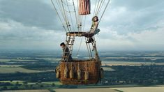 Actors Eddie Redmayne and Felicity Jones have spoken of their hot air balloon crash while filming The Aeronauts at the movie's premiere in London. Felicity Jones, Eddie Redmayne, New Movies, Movies To Watch, Movies Online, Good Movies, Latest Movies, Movies Free, Cult Movies