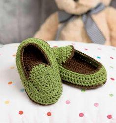 Quanto estilo, Slipper para bebês! #ModaInfantil #croche #CoatsCorrente