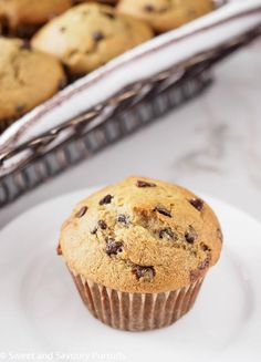 These simple to make wholesome banana chocolate chip muffins are perfect for breakfast on the go or for a mid-afternoon snack. Muffin Recipes, Brunch Recipes, Dessert Recipes, Good Healthy Recipes, Healthy Desserts, Tasty Snacks, Yummy Food, Healthy Meals, Yummy Treats