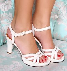 Chie Mihara shoes, sandals, blocs and boots. Buy now original, feminine footwear. Designer shoes of maximum comfort! Low Heel Shoes, Women's Shoes Sandals, Shoe Boots, Dress Shoes, Types Of Sandals, Cute Heels, Strappy Heels, Comfortable Shoes, Designer Shoes