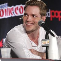 Photos of 'Shadowhunters' at New York Comic Con Dominic Sherwood, Christian Ozera, Mortal Instruments Jace, Famous In Love, Shadowhunters Tv Show, Jace Wayland, Jamie Campbell Bower, Vampire Film, Clace