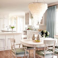 Can you say chandelier? #interiordesign #homestaging #designinspo #designonadime #myrtlefield #homestaging #interiordesign #designinspo #myrtlefield