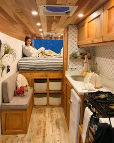 Take a peek at our online site for a lot more in regards to this extraordinary van life ideas Van Conversion Interior, Camper Van Conversion Diy, Sprinter Van Conversion, Bus Living, Tiny House Living, Kombi Home, Van Home, Bus House, House Beds