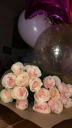 Love Rose Flower, Beautiful Bouquet Of Flowers, Beautiful Flowers, Vintage Flowers Wallpaper, Flower Wallpaper, Iphone Wallpaper, Mood Instagram, Story Instagram, Mode Poster