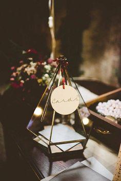 Pyramid shaped wedding card box | Image by Serena Cevenini Photography