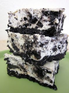 Cookies and Cream Cheesecake Bars- AMAZING! SixSistersStuff.com #Dessert #Recipe