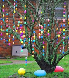 Easter Egg tree. Think Mike would fix me a tree like this ! So pretty !