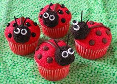 When it comes to making a warm batch of cupcakes, nothing is cuter than a batch with two eyes and four paws. We're talking about animal cupcakes, of course! This selection of 15 animal cupcakes is . Bug Cupcakes, Animal Cupcakes, Baking Cupcakes, Cupcake Cakes, Kitty Cupcakes, Snowman Cupcakes, Giant Cupcakes, Baking Desserts, Cup Cakes