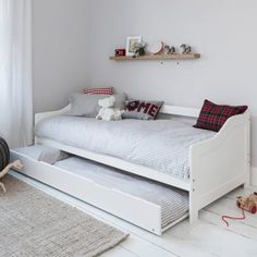 Study or guest room? Use a trundle bed or pull out bed. Its a great alternative to a sofa bed. Its a great day bed for that power nap when working from home. Single Day Bed, Small Single Bed, Single Beds, Bed With Underbed, Kids Bed With Trundle, Murphy-bett Ikea, Beds For Small Spaces, Small Bedrooms, Diy Bett