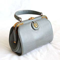 Vintage Handbag ArtCraft Purse Doctor by vintagestylecloset, Handbags Vintage Purses, Vintage Bags, Vintage Handbags, Vintage Clutch, Fashion Handbags, Purses And Handbags, Fashion Bags, Vintage Wardrobe, Vintage Outfits