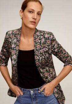 Fabric with cotton Floral print Lapel with notch Long buttoned sleeve Button fastening on the front Inner lining Blazers For Women, Jackets For Women, Mango France, Printed Blazer, New Model, Latest Trends, Floral Prints, Suit Jacket, Sleeves