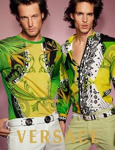 Versace available at Luxury Vintage Madrid bring you the worlds best selection of vintage and contemporary clothing discover our luxury brands Express delivery Worldwide ! Nineties Fashion, Versace Fashion, Versace Men, Gianni Versace, Vintage Versace, Vintage Vogue, Vintage Fashion, Young Fashion, Male Fashion