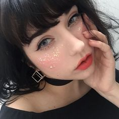 glitter cheeks