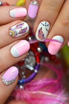 nail art attrape reves dreamcatcher pastel