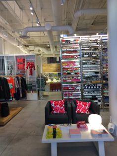 marimekko store NYC - been there! Marimekko, Decorating Tips, Nyc, Decoration, Fabrics, Budget, Retail, Boutique, Wall Art