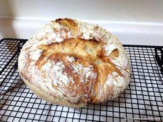 Paine Fara Framantare- In Oala de Fonta - Gabitza's Green Kitchen Green Kitchen, Bread, Food, Meal, Brot, Eten, Breads, Meals, Bakeries