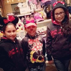 Our Friday night.... @ Disneyland!! Minnie mouse girls . Thanks mommy for bringing us.. We love u @meeh_meeh by melahnee99