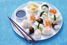 Maak zelf nigiri sushi! Verse rijstblokjes bedekt met zalm, garnalen en avocado - Recept - Allerhande