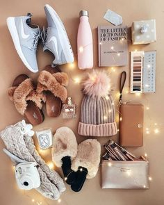 My Favorite Comfy-Cozy Outfits - The Darling Detail Christmas gifts f. My Favorite Comfy-Cozy Outfits - The Darling Detail Christmas gifts fashion Winter Christmas Gifts, Christmas Gifts For Teen Girls, Holiday Gifts, Christmas Fashion, Christmas Ideas, Teen Girl Gifts, Wishlist Christmas, Christmas Christmas, Christmas Decorations