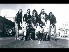 It Keeps You Runnin' (Doobie Brothers) Best Of The Doobies LP.wmv
