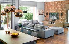 Ceglana ściana w salonie nawiązuje do elewacji domu Dream Home Design, House Design, Living Room Furniture, Living Room Decor, House Extension Design, Loft Design, Dining Room Design, Home Decor Kitchen, Interior Design