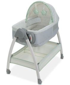 Brings comfort for baby and convenience for parents right into the bedroom with this Graco bedside care Dream Suite center. With a reversible bassinet and easy-to-clean changer all-in-one, the Dream S