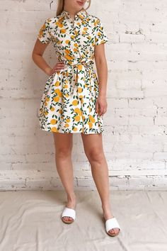 This shirt dress will charm you with its summery print! Casual Dresses, Casual Outfits, Fashion Dresses, New Dress, Dress Up, Shirt Dress, Dress Design Drawing, Girly, T Shirt And Jeans