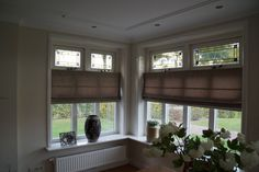 Erker met glas in lood bovenramen | Projecten - RUBÉ Bouw-Timmerbedrijf Good House, Shutters, Houses, Windows, Architecture, Curtains, Blinds, Homes, Arquitetura