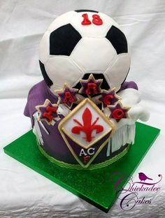 What an awesome cake! Enter for the chance to win a trip to the 2014 Fifa World Cup Final! Type 'Fifa' into our search engine to cast your ballot. Soccer Party, Sports Party, Play Soccer, Soccer Stuff, Sport Cakes, Soccer Cakes, 12th Birthday, Birthday Cake, Win A Trip