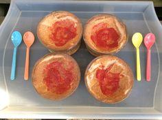 Gezond dessert, gemaakt door mijn dochter. Eiwit, stevia en frambozen. Gezien op Blogilates.
