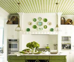 Papier peint au plafond : motifs vichy. #design #trends