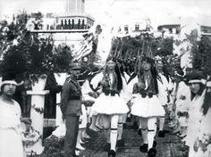 15 Mayıs 1919 - Yunan İşgal Güçleri, İzmir'e törenler eşliğinde ve İzmirli Rumlar'ın sevinç gösterileri arasında giriyor. #İzmir
