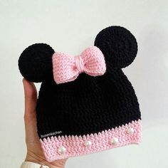 Bakmayın böyle büyük gözüktüğüne aslında Minnie Mouse minicik   Günaydın  For #newborn baby Baby Knitting Patterns, Loom Knitting, Crochet Patterns, Crochet Motif, Free Crochet, Knit Crochet, Knitting Projects, Crochet Projects, Crochet Beanie