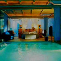 Me gusta la casa con la piscina dentro de el dormitorio.
