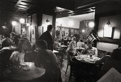 Café Hawelka, Wien, 1982. Fotografie: Franz Hubmann / Imagno Vienna Austria, Cafe Bar, Restaurant, In This Moment, Coffee, World, Travel, Vintage, Photography