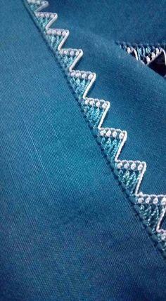 This Pin was discovered by Ari Crochet Motif, Crochet Flowers, Crochet Hooks, Knit Crochet, Needle Tatting, Needle Lace, Baby Knitting Patterns, Crochet Patterns, Saree Kuchu Designs