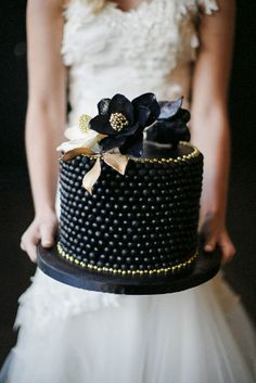 Black and Gold Wedding Cake  Old Hollywood Glamour | Oh! Such Style Events    http://ohsuchstyle.com/2014/07/old-hollywood-glamour-styled-shoot/