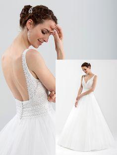 Romantisches Brautkleid mit einem Oberteil aus Spitze, tiefem V-Neck und tiefem Rückenausschnitt. Wedding Dresses, Fashion, Brides, Weddings, Dress Wedding, Marriage Dress, Lace, Gowns, Bride Dresses