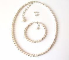 Single Strand Pearl Jewelry Set with Pearl Stud Earrings