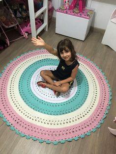 lindo tapete para decorar quarto infantis  Medida de 1,50 de diametro  Outras medidas consultar valor  Cores podem ser as escolhidas pelo cliente!  Enfeites e decorações não acompanham