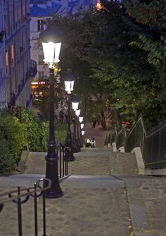Montmatre, Paris CLICK THIS PIN if you want to learn how you can EARN MONEY while surfing on Pinterest
