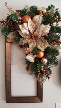 Budget Friendly Christmas Decorations - Hike n Dip - Basteln weihnachten - Faith Portal Rose Gold Christmas Decorations, Christmas Floral Arrangements, Christmas Swags, Christmas Centerpieces, Xmas Decorations, Christmas Ornaments, Christmas Flowers, Christmas Snowman, Christmas Stockings