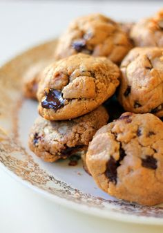Peanut Butter Chocolate Chunk Cookies - only 6 ingredients and no flour or butter!!